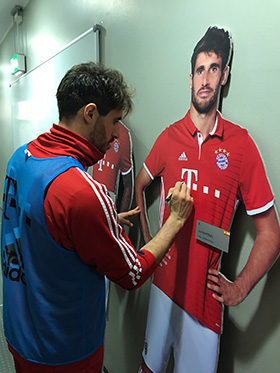 Javi Martinez signs his life-size-cut-out figure from the FC Bayern Erlebniswelt