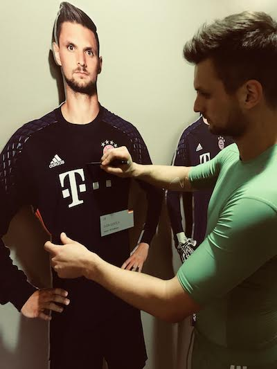 Sven Ulreich signs his life-size-cut-out figure from the FC Bayern Erlebniswelt