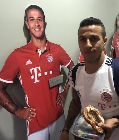 Thiago Alcantara signs his life-size-cut-out figure from the FC Bayern Erlebniswelt