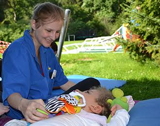 Nursing assistant of the children's hospice Sternenbrücke with a patient