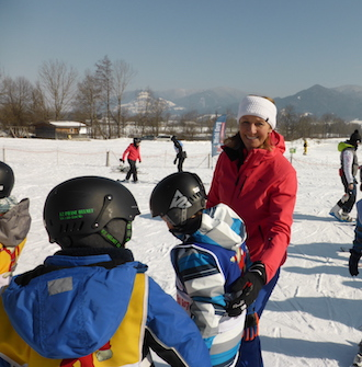 Stiftung Schneekristalle ski lesson with Michaela Gerg, former ski racer
